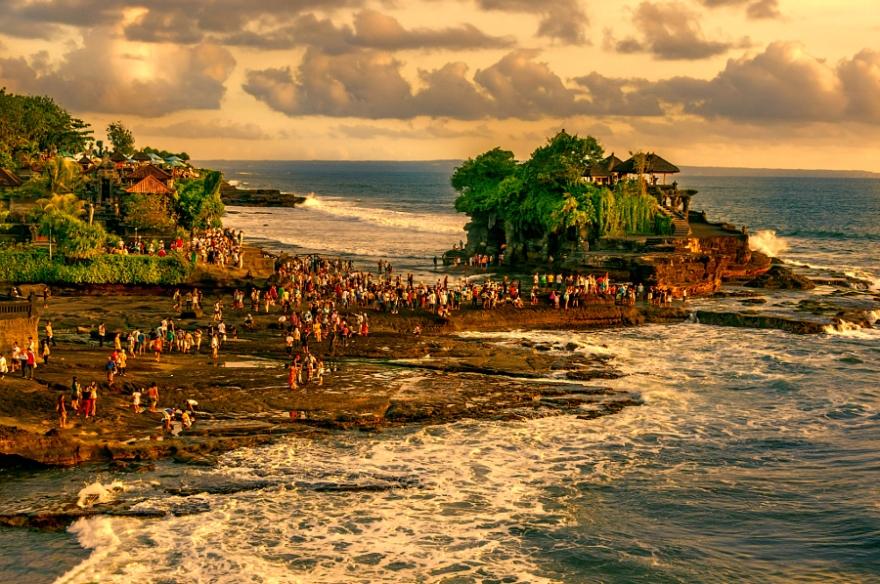 Pura Tanah Lot, Bali, Indonesian